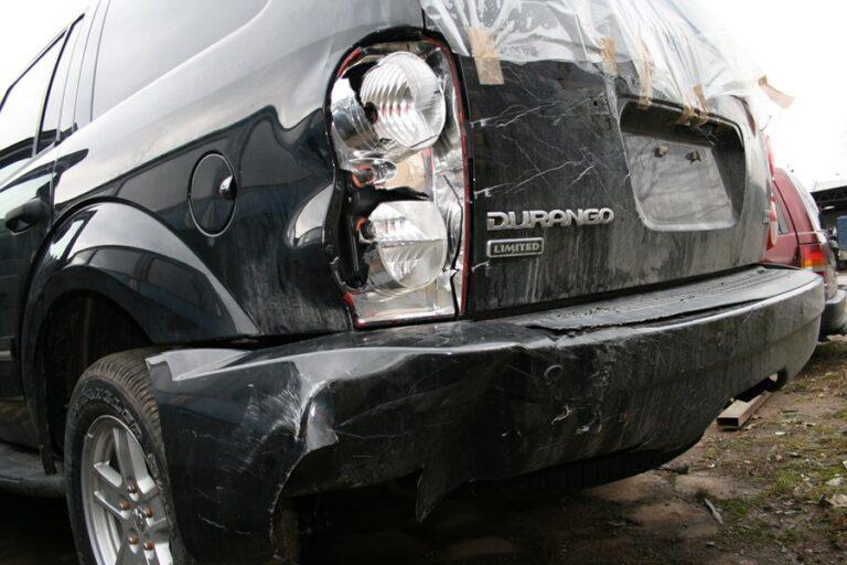 Co należy zrobić najpierw w razie wypadku samochodowego za granicą?