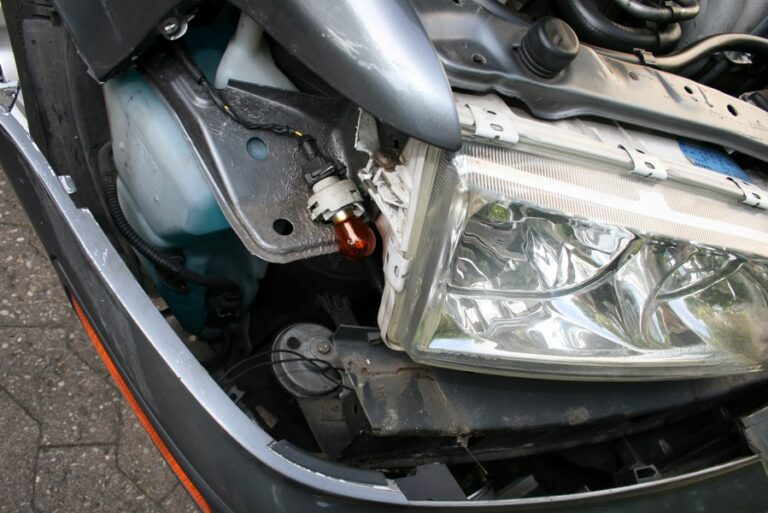 Wypadek drogowy w Austrii lub Szwajcarii – holowanie uszkodzonego samochodu