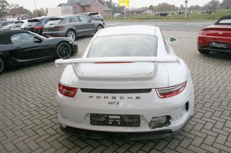 Kolizje samochodowe w Holandii i młodzi kierowcy